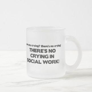 Ningún griterío en trabajo social taza cristal mate