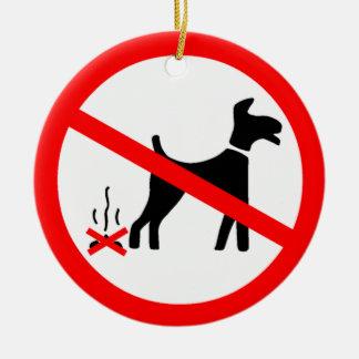 Ningún perro que ensucia símbolo adorno navideño redondo de cerámica