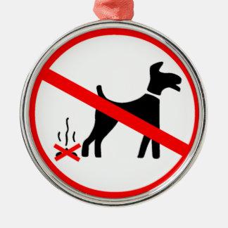 Ningún perro que ensucia símbolo adorno navideño redondo de metal