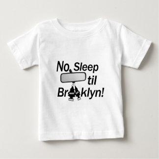 ¡Ningún sueño hasta Brooklyn! ¡Nueva York, bebé! Playera De Bebé