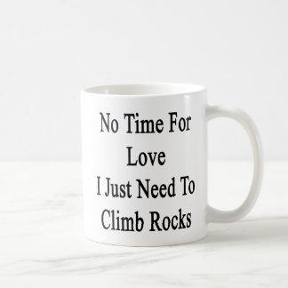 Ningún tiempo para el amor que apenas necesito taza clásica