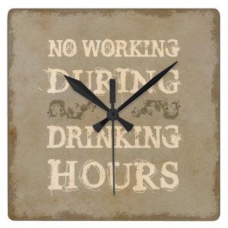 Ningún trabajo durante horas de consumición reloj cuadrado