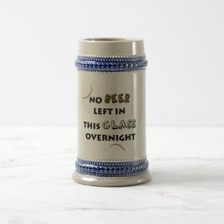 Ninguna cerveza dejada taza