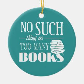 Ninguna cosa tal como demasiados libros adorno redondo de cerámica