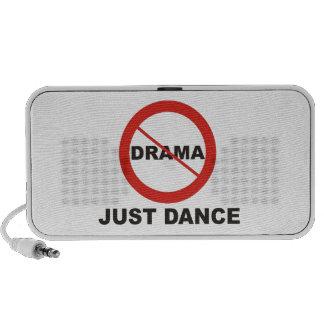 Ninguna danza del drama apenas altavoces