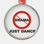 Ninguna danza del drama apenas ornatos