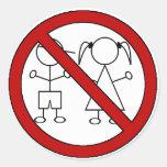 Ninguna figura niños del palillo etiqueta redonda