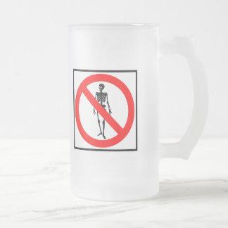 Ninguna muestra de la carretera de los esqueletos taza de café