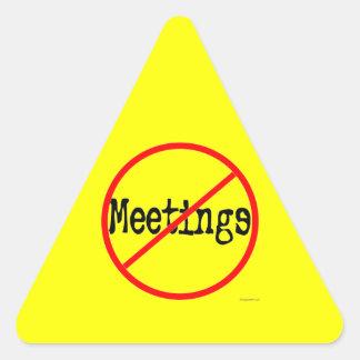 Ninguna oficina divertida de las reuniones que pegatina triangular