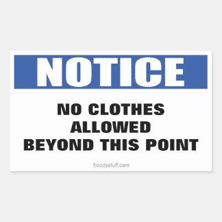Ninguna ropa más allá de esta muestra del aviso de rectangular pegatina