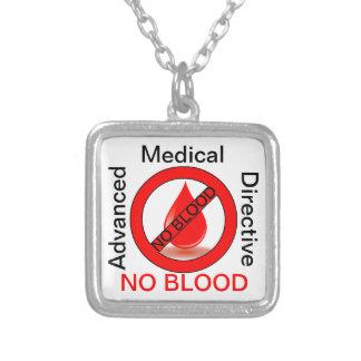 Ninguna sangre collar plateado