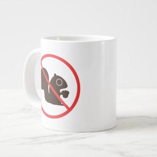 Ningunas ardillas taza de café grande