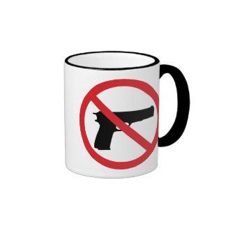 Ningunas armas de mano taza de café