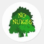 Ningunas armas nucleares que dicen con los árboles etiquetas redondas