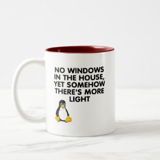 Ningunas ventanas en la casa… taza de café de dos colores