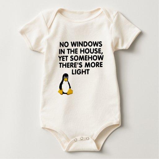 Ningunas ventanas en la casa… traje de bebé