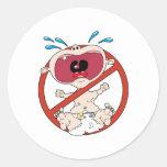 Ningunos bebés del grito etiqueta redonda
