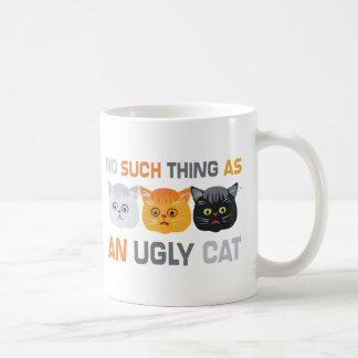 Ningunos gatos feos taza