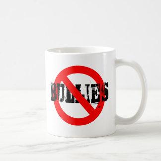 Ningunos matones taza básica blanca