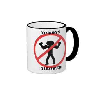 Ningunos muchachos permitidos taza de dos colores