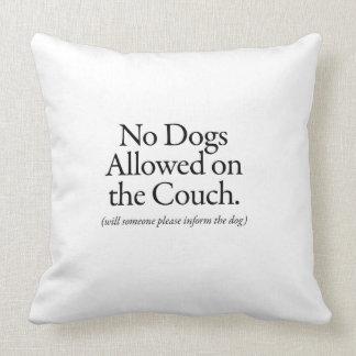 Ningunos perros permitidos en el sofá - informe cojín