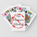 Ningunos seres humanos permitidos barajas de cartas