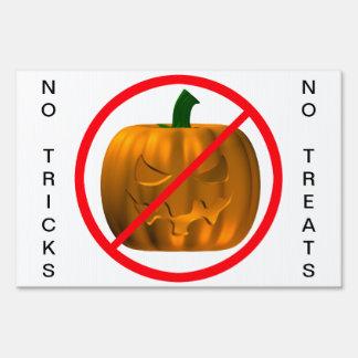 Ningunos trucos - ningunas invitaciones carteles