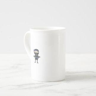 ninja con el arma taza de porcelana