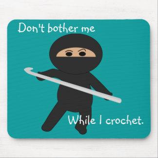 Ninja con el gancho de ganchillo Mousepad