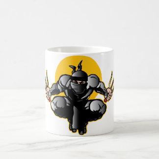 Ninja con las dagas taza