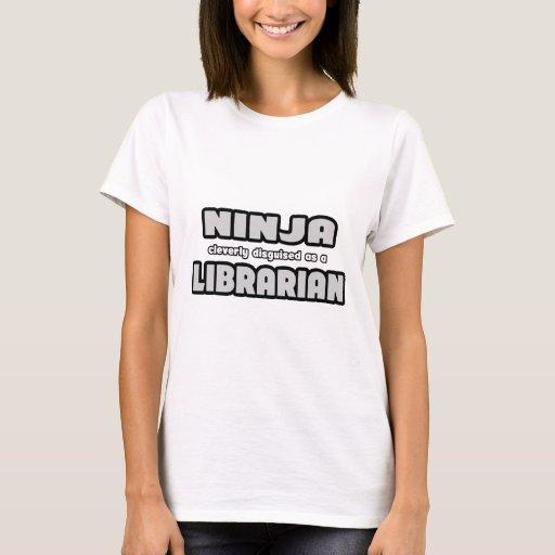 Ninja disfrazado listo como bibliotecario playera