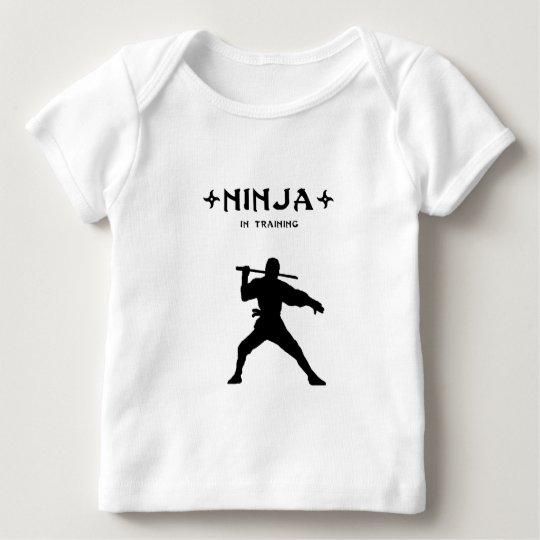 Ninja en el entrenamiento playera de bebé