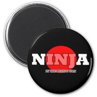Ninja en el sol naciente imán redondo 5 cm