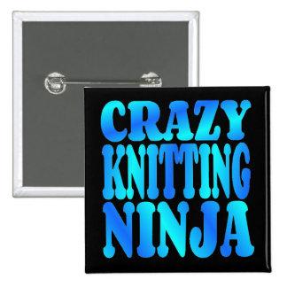 Ninja que hace punto loco pin cuadrada 5 cm
