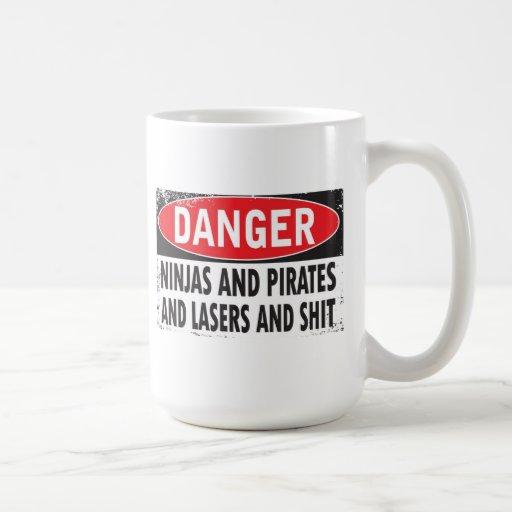 Ninjas y piratas y lasers y S ** taza de café de t