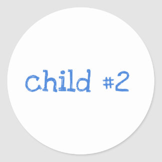 niño 2 etiquetas redondas