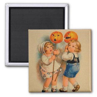 Niño alegre de Halloween del kitsch retro del vint Imán Cuadrado