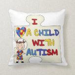 Niño con el chica trigueno 2 del autismo almohada
