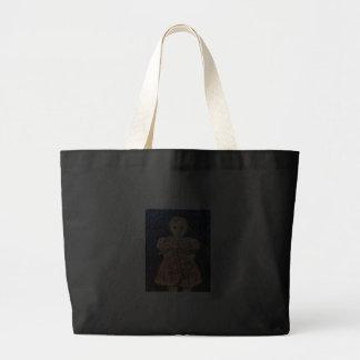 Niño con el conejo bolsa