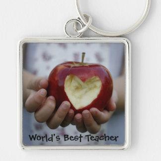 Niño con el corazón de la manzana llavero cuadrado plateado