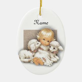 Niño con el cordero adorno navideño ovalado de cerámica
