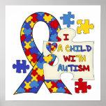 Niño con la cinta de la conciencia del autismo impresiones