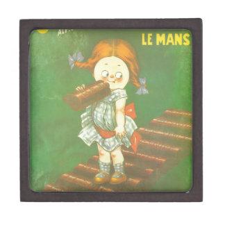 Niño con los anuncios franceses grandes del cajas de joyas de calidad