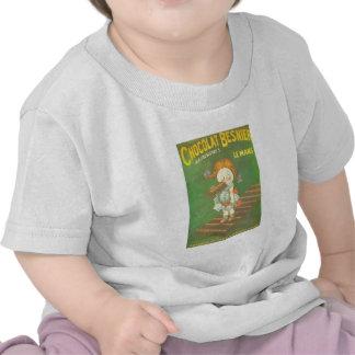 Niño con los anuncios franceses grandes del camiseta