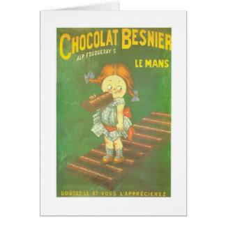 Niño con los anuncios franceses grandes del tarjeta de felicitación