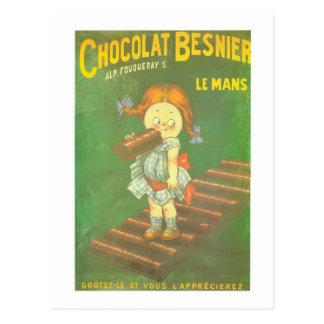Niño con los anuncios franceses grandes del postal