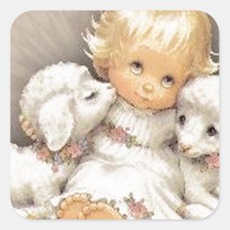 Niño con los corderos pegatina cuadrada