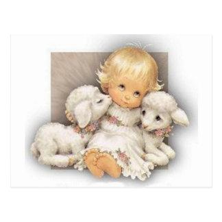 Niño con los corderos postales