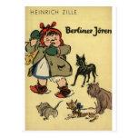 Niño con los perritos tarjeta postal