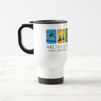 Niño de AK y taza del viaje de la familia color